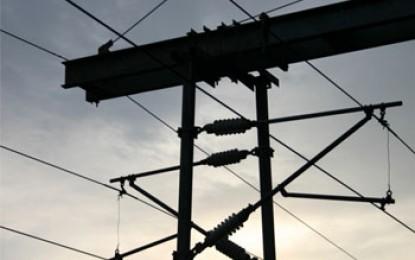 Overhead rail power line failures sidestepped