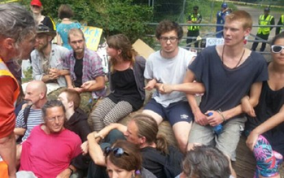 "Fracking protestors complain of ""heavy-handed"" police"