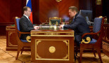 Gazprom Chairman Alexey Miller (R) reports to Russian Prime Minister Dmitry Medvedev on 4 March 2014. Image: Russian Government