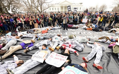 'Hundreds arrested at oil pipeline protest outside White House'