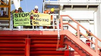 Greenpeace board Statoil Arctic rig, 27.05.14.