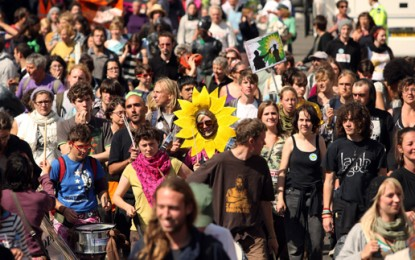 Thousands expected for London climate march