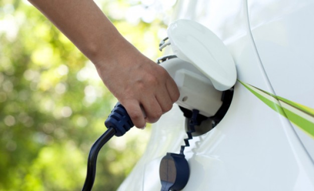 'Record' number of drivers switch to plug-in cars