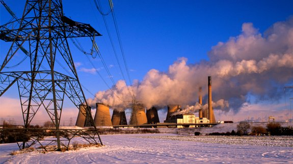 Snow surrounding the Ferrybridge coal-fired power plant in Yorkshire. Image: Thinkstock