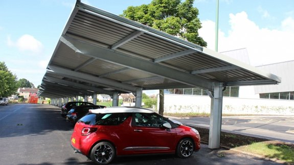 The solar carport installation. Image: Flexisolar