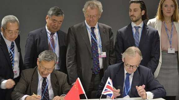 Chairman of the China National Expert Committee Du Xiangwan and CCC Chairman Lord Deben. Image: Bob Phillipson / CCC