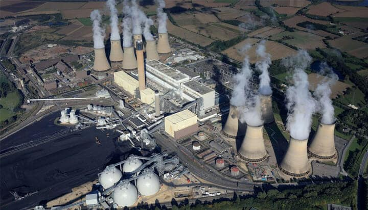Picture of Drax Power Station with emissions in North Yorkshire