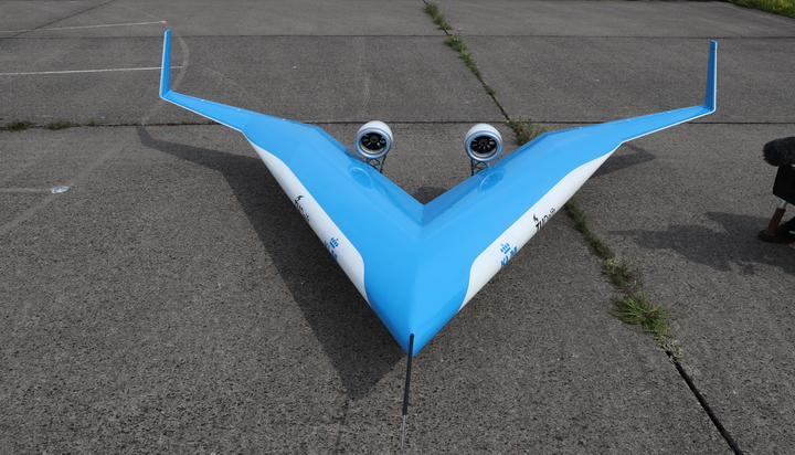 Electric guitar shaped efficient jet takes off