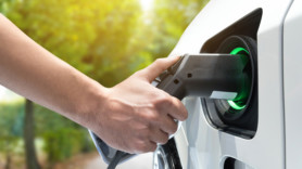 E.ON offers free miles to EV drivers with new energy tariff